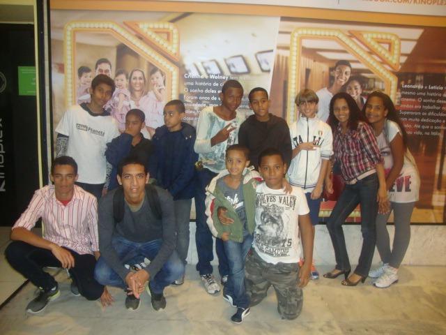Ação social leva crianças da Rocinha para comemora o mês dedicado a elas no cinema