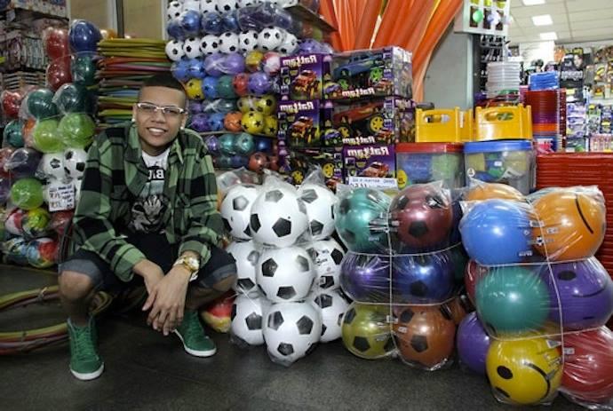 MC Duduzinho distribui mais de 900 brinquedos no Dia das Crianças!