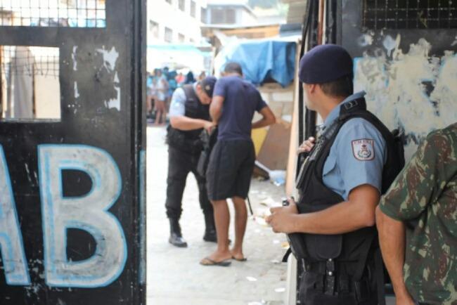 Policia faz operação na Tuffy em busca dos assassinos do comandante da UPP Nova Brasília