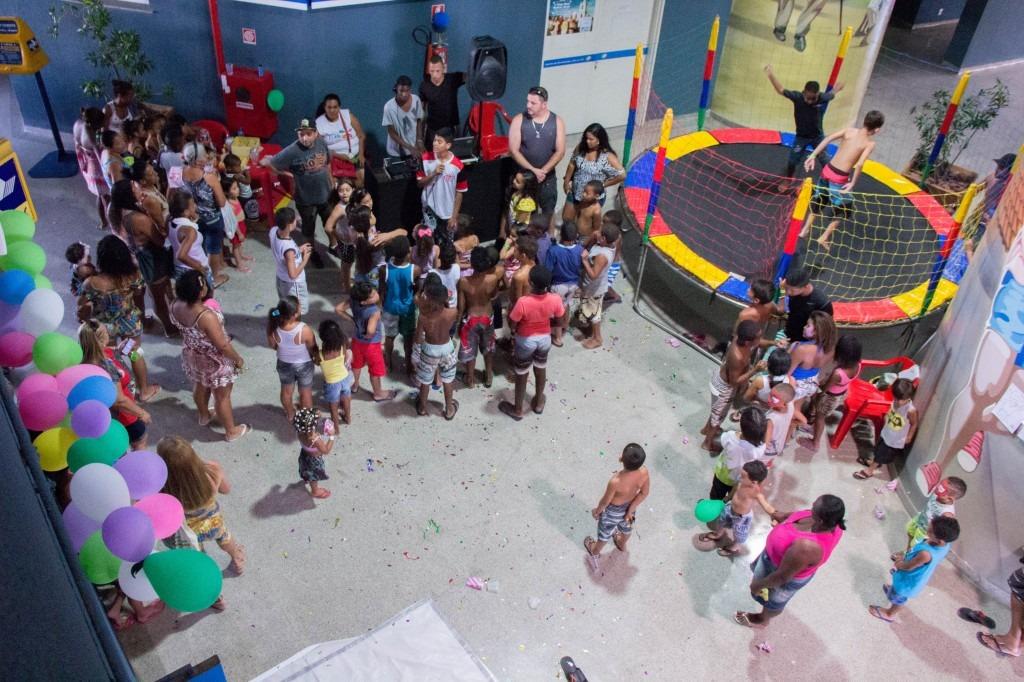 Crianças recebem o 'Dia das crianças' adiantado no alemão