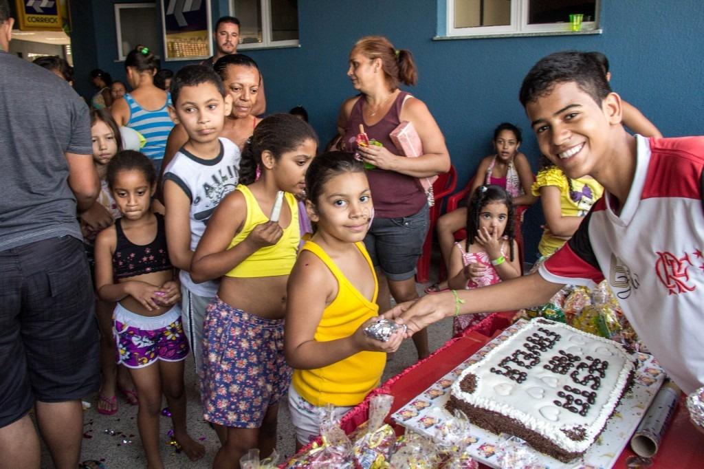 Coletivos de favelas estão arrecadando doações para o Dia das Crianças