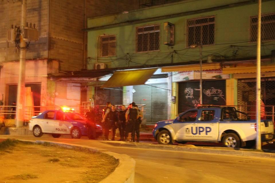 TENSÃO: Tarde de hoje começa com intenso tiroteio, e deixa mais um baleado no complexo do alemão