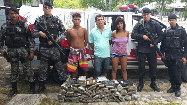 Operação resulta na prisão de três suspeitos e na apreensão de 60 quilos de maconha prensada