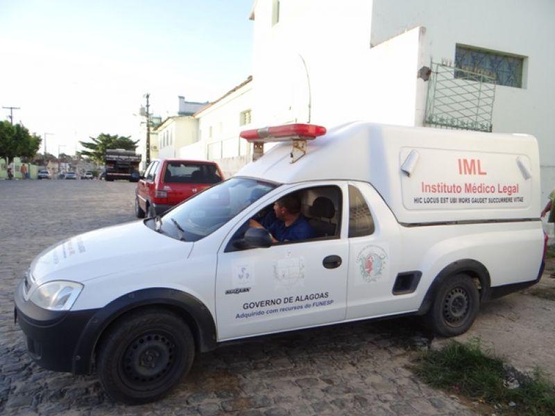 Mulher é encontrada morta dentro de residência no bairro do Pinheiro, em Maceió