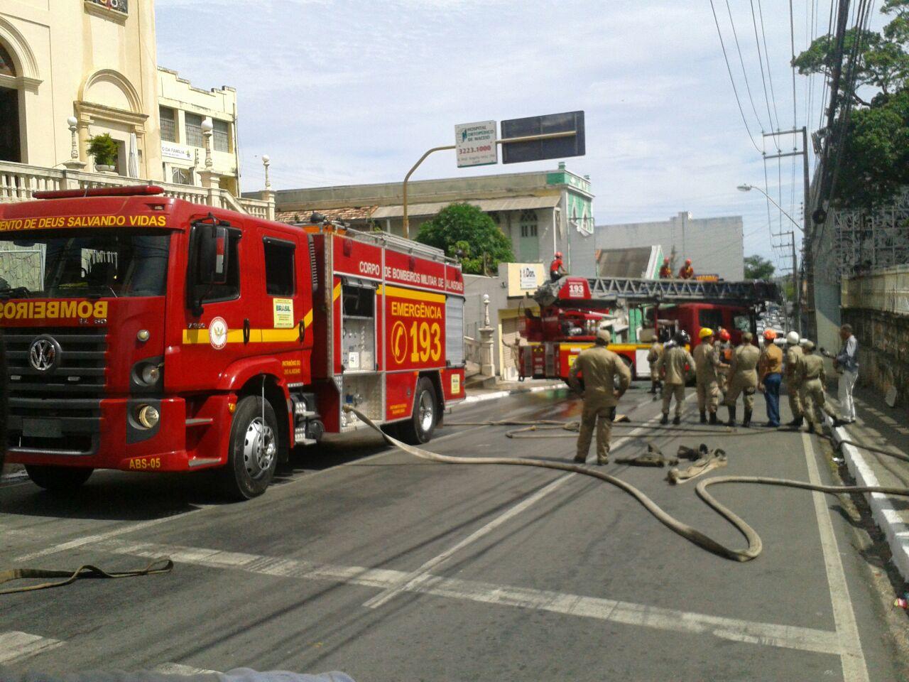 Incêndio atinge torre da Catedral Metropolitana de Maceió
