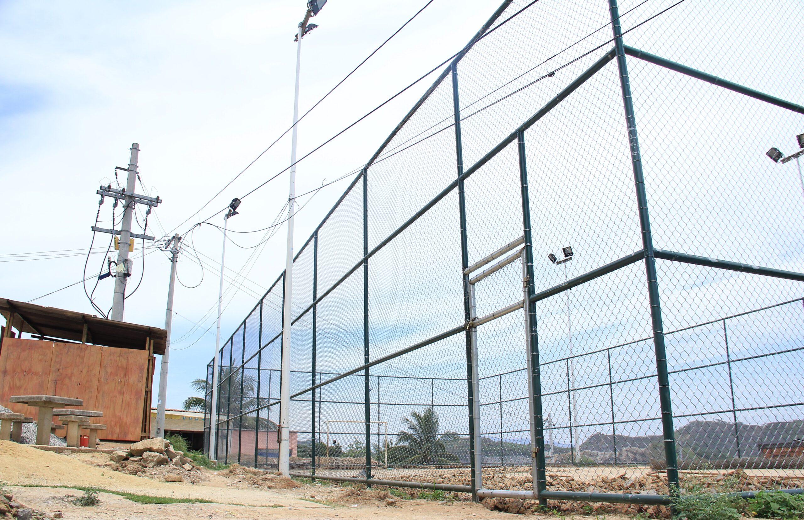 Quadra nova na comunidade da Palmeiras terá espaço para basquete e futebol