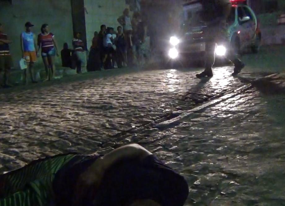 Tiroteio mata um e fere dois em Joaquim Gomes