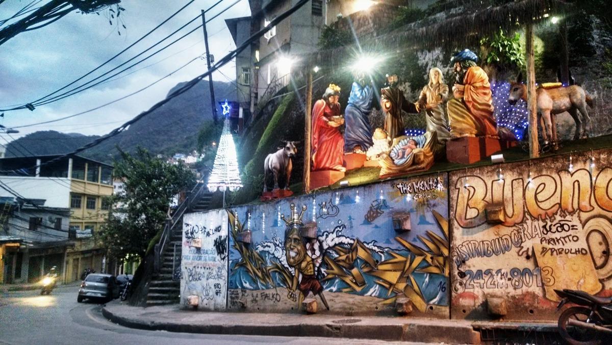 Presépio é inaugurado por grupo de moradores na Rocinha