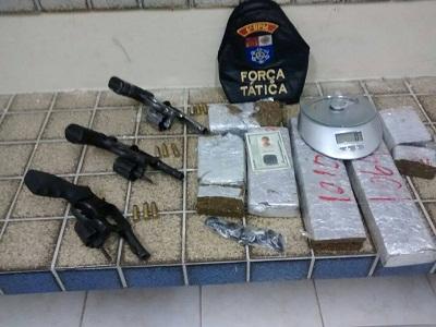 Operação do 5º BPM apreende drogas e armas de fogo