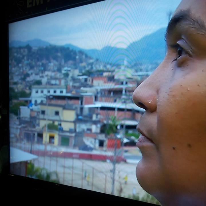 Favela: uma árvore, um aglomerado de casas ou um lugar de guerra, paz ou violência?