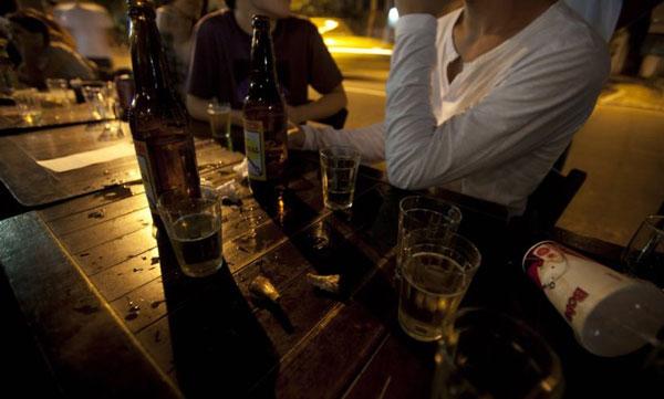 Câmara aprova proposta que torna crime venda de bebida alcoólica para menores