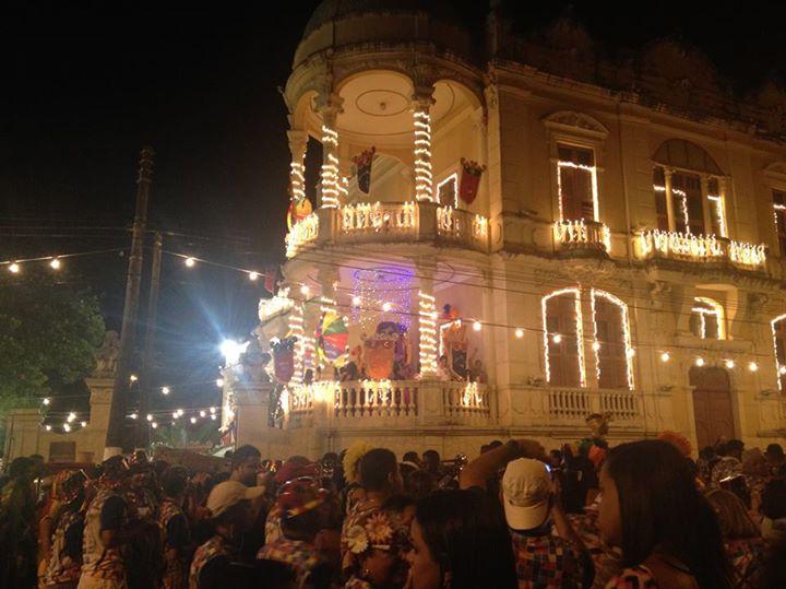Blocos arrastam público trazendo muita alegria e frevo para as ruas de Jaraguá, em Maceió