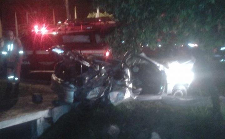 Veículo capota e deixa dois mortos na Av. Durval de Góes Monteiro