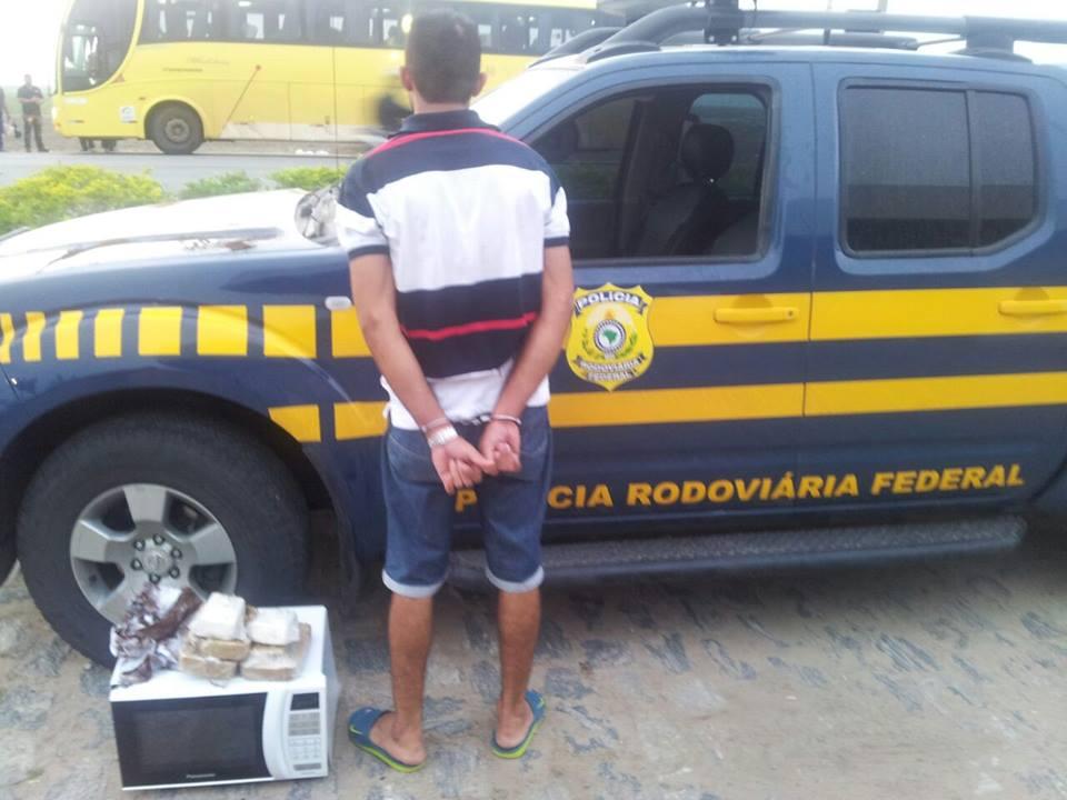 PRF apreende 5 KG de droga durante abordagem a ônibus na BR 101