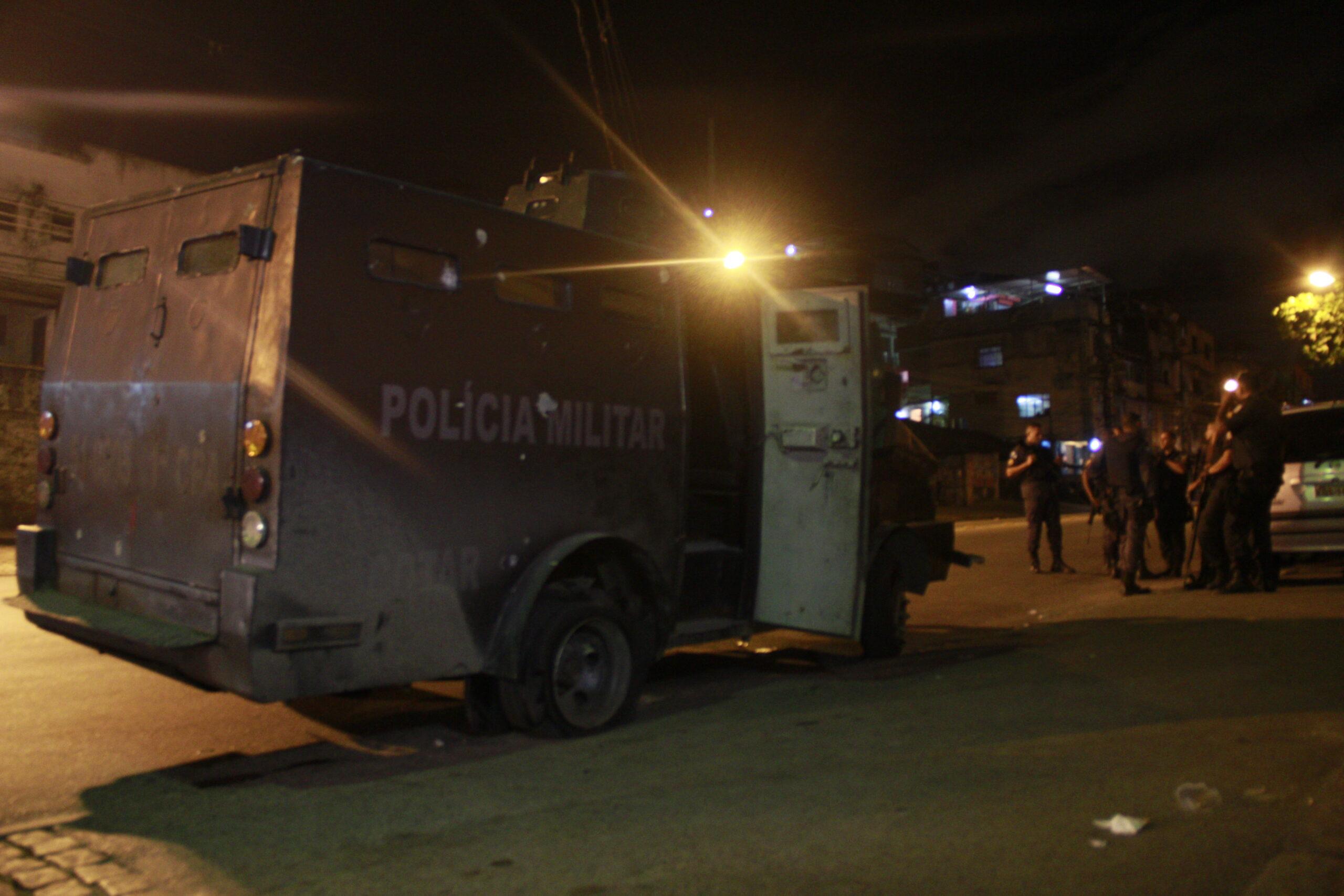 Tiroteio, baleados e mortos completam mais um dia de caos no Complexo do Alemão