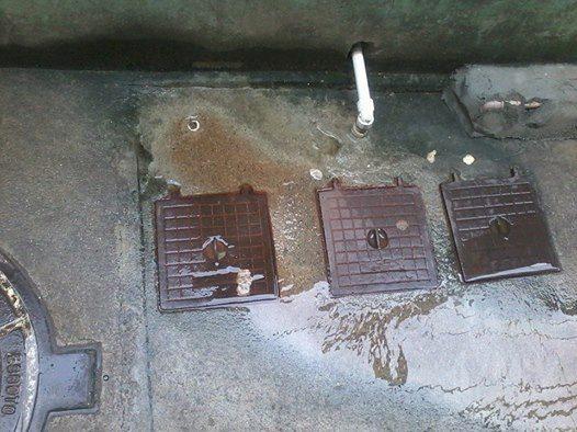 Segundo morador, vazamento de água limpa no Complexo do Alemão já acontece há 2 anos