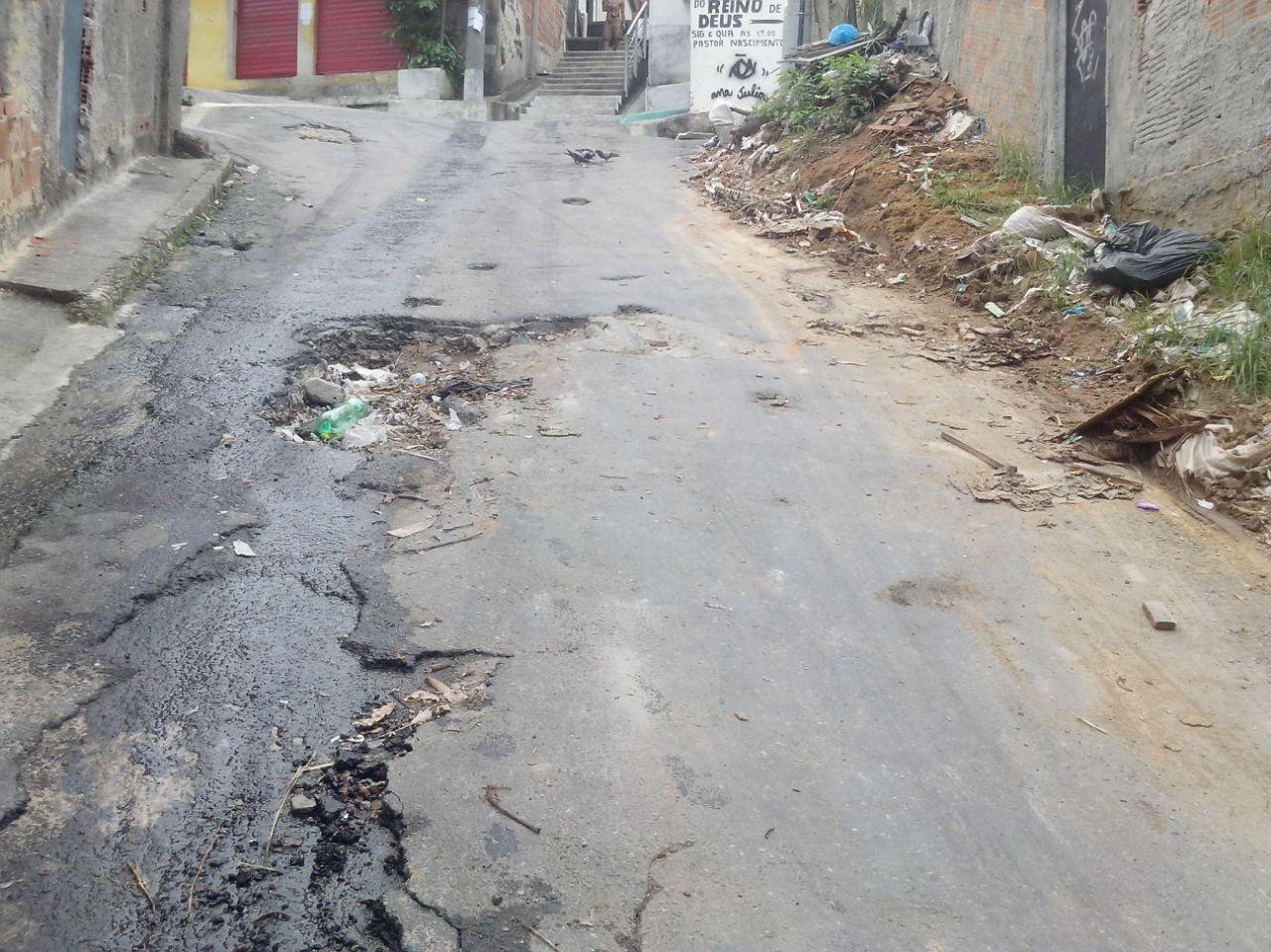 Ruas emburacadas deixam moradores preocupados na Comunidade da Fazendinha