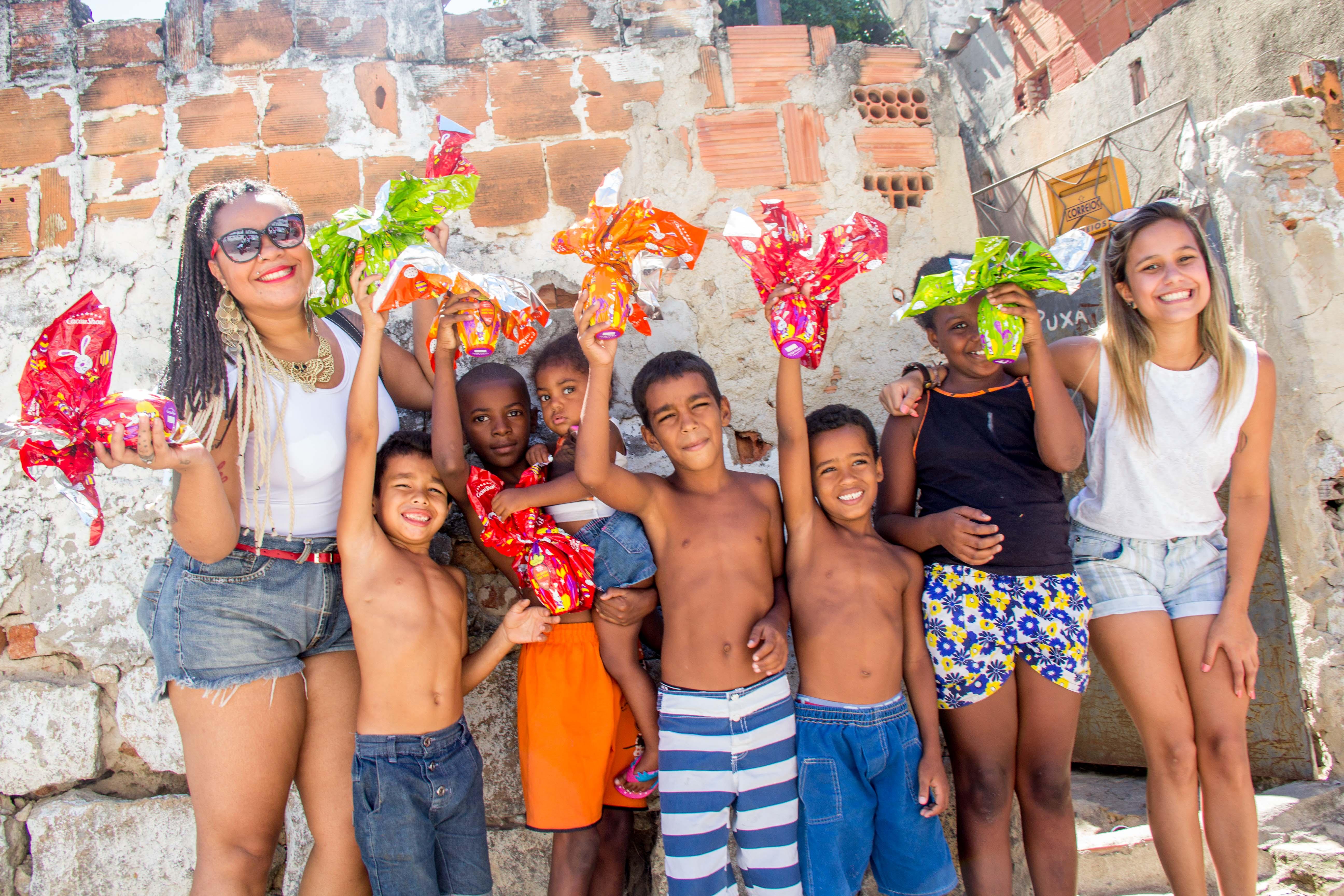 Voz das Comunidades quer arrecadar 6 mil chocolates para distribuir em 10 favelas