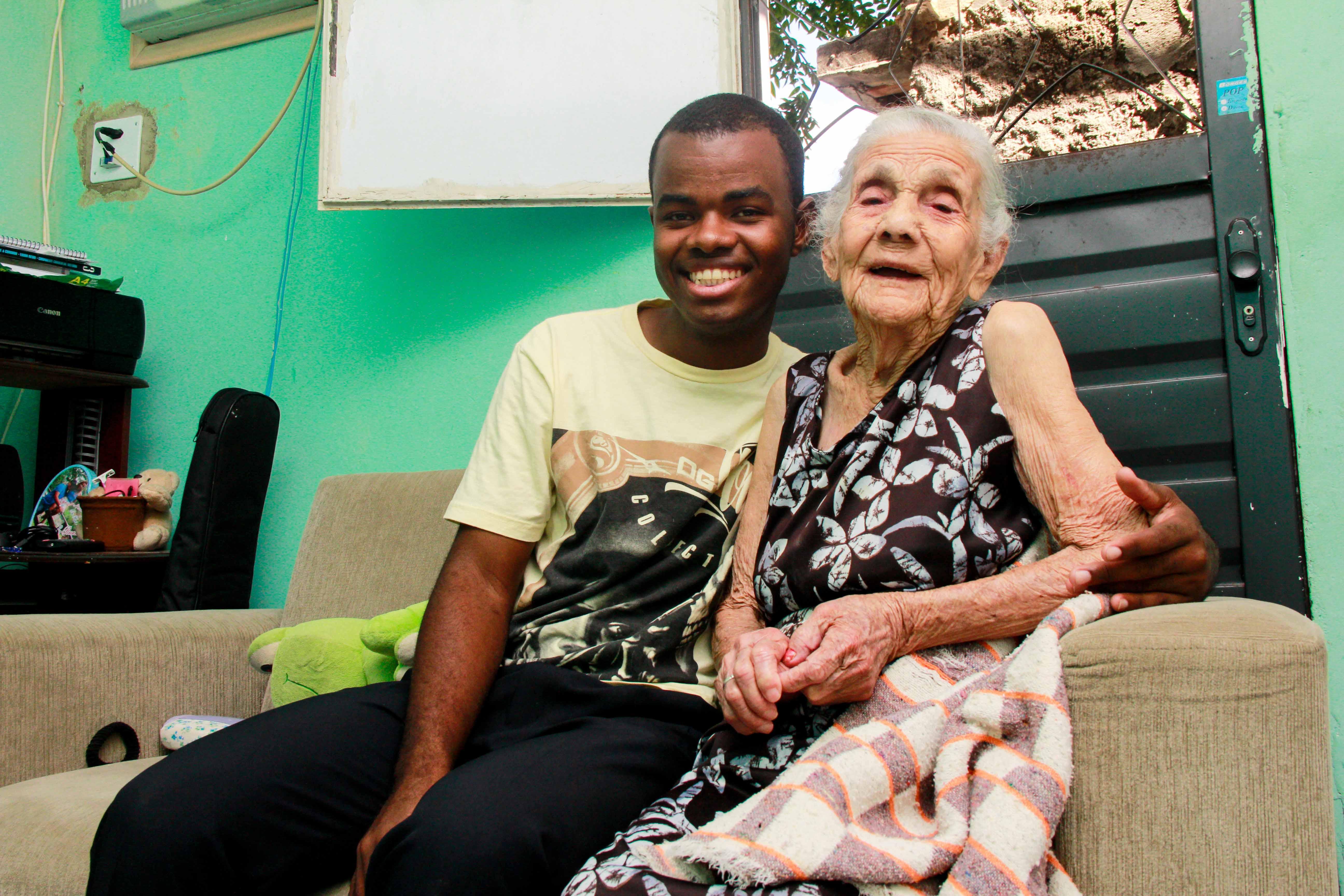 Moradora do Alemão de 105 anos vive bem demais, sô!