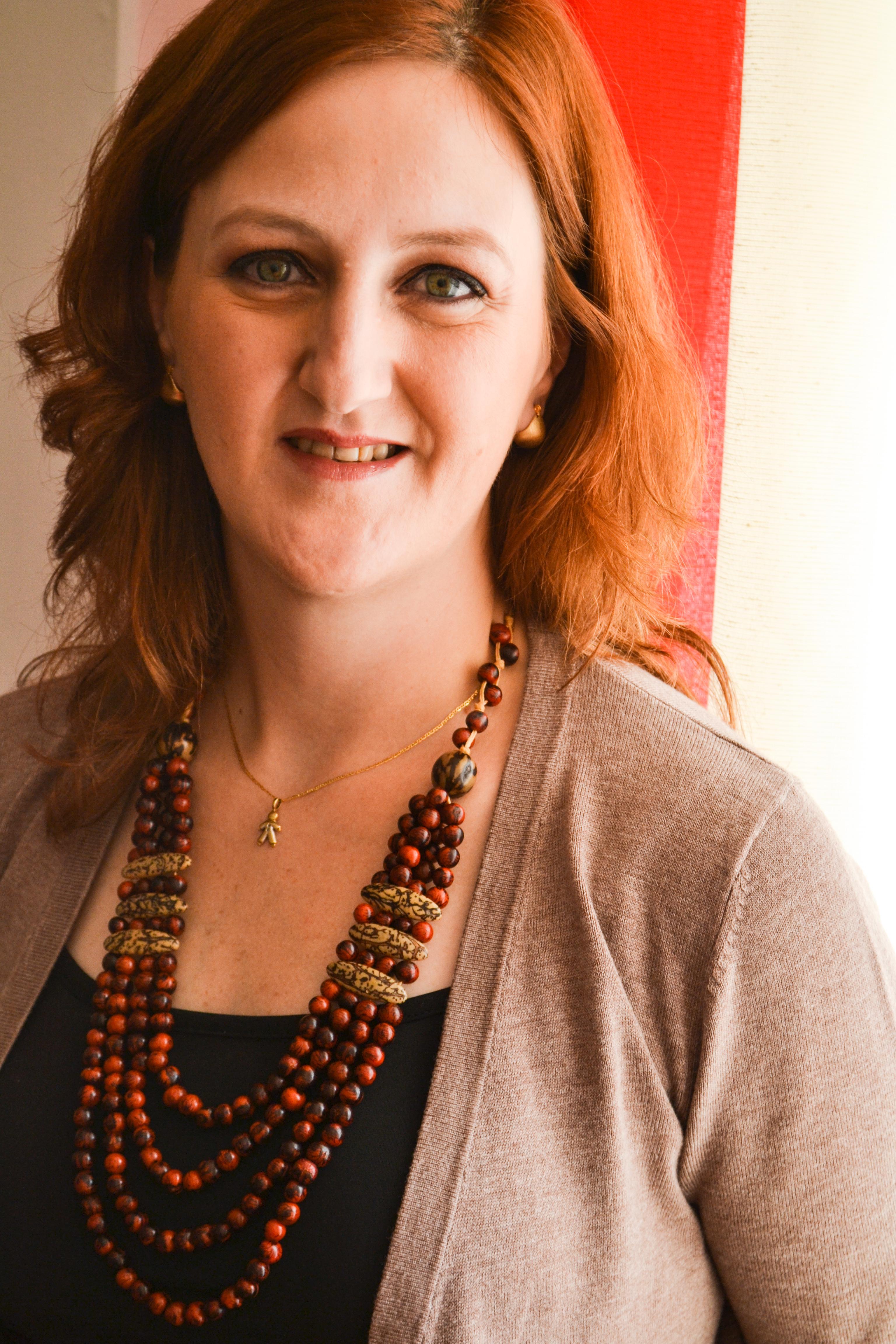 """Autora do livro """"Favela"""" para o Voz da Comunidade"""