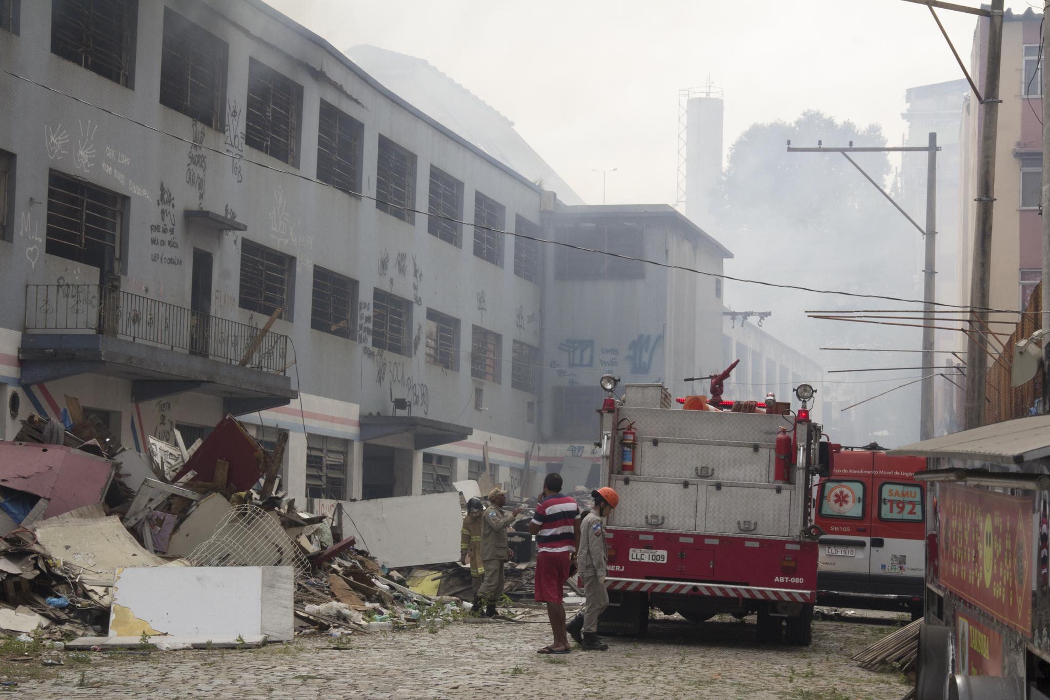 Prédio da antiga fabrica da Tuffy no Alemão pega fogo