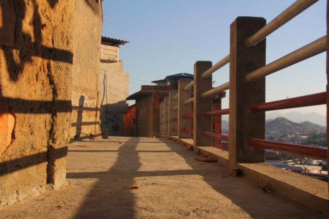 Após dois anos destruído, trecho no Morro do Adeus é reformado pela a Prefeitura