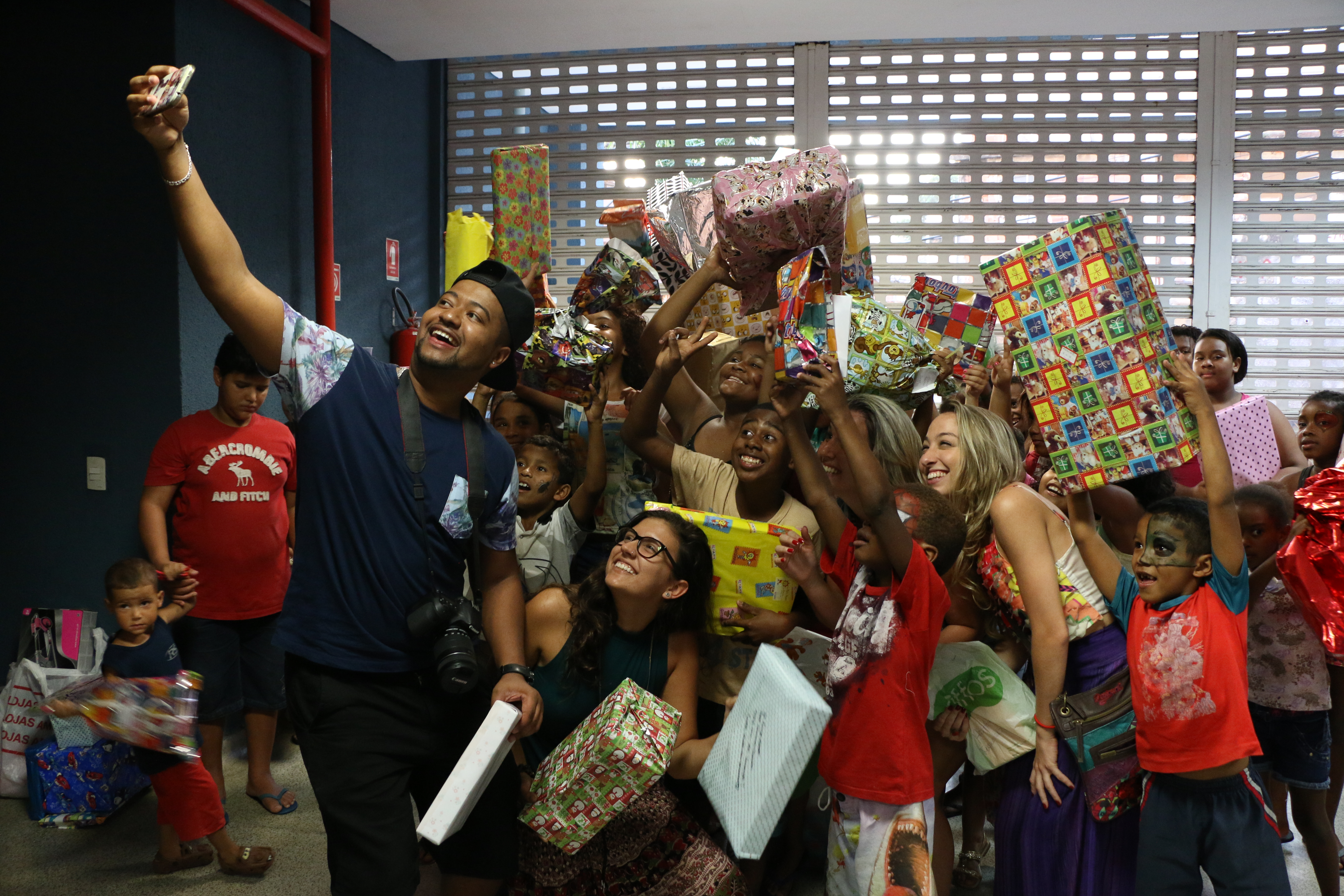 Evento promoveu alegria para mais de 200 crianças nesta sexta feira no Complexo do Alemão