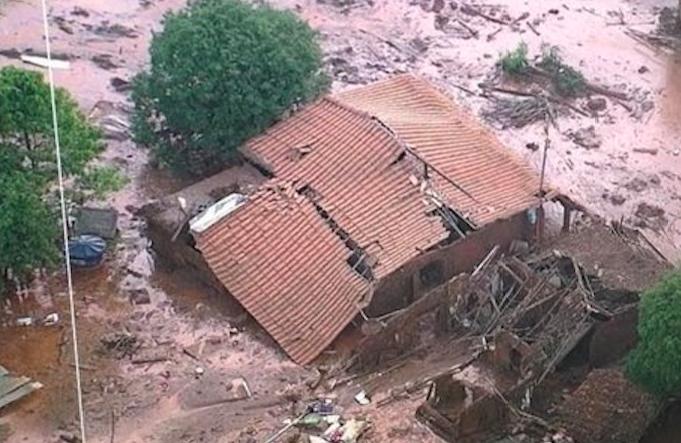 Mariana sofre com rompimento de barragem