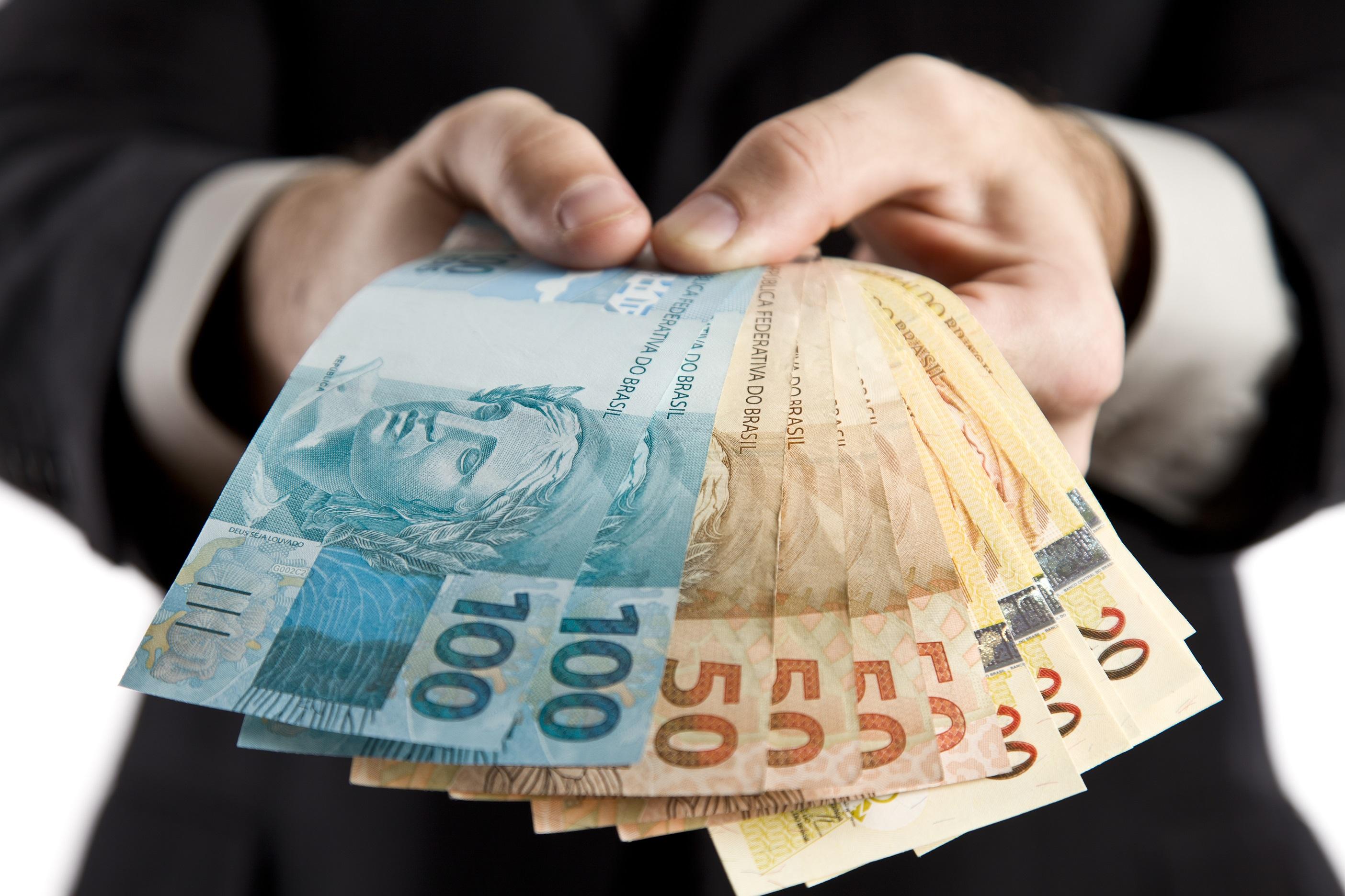 Dinheiro no bolso ou um legado na história?
