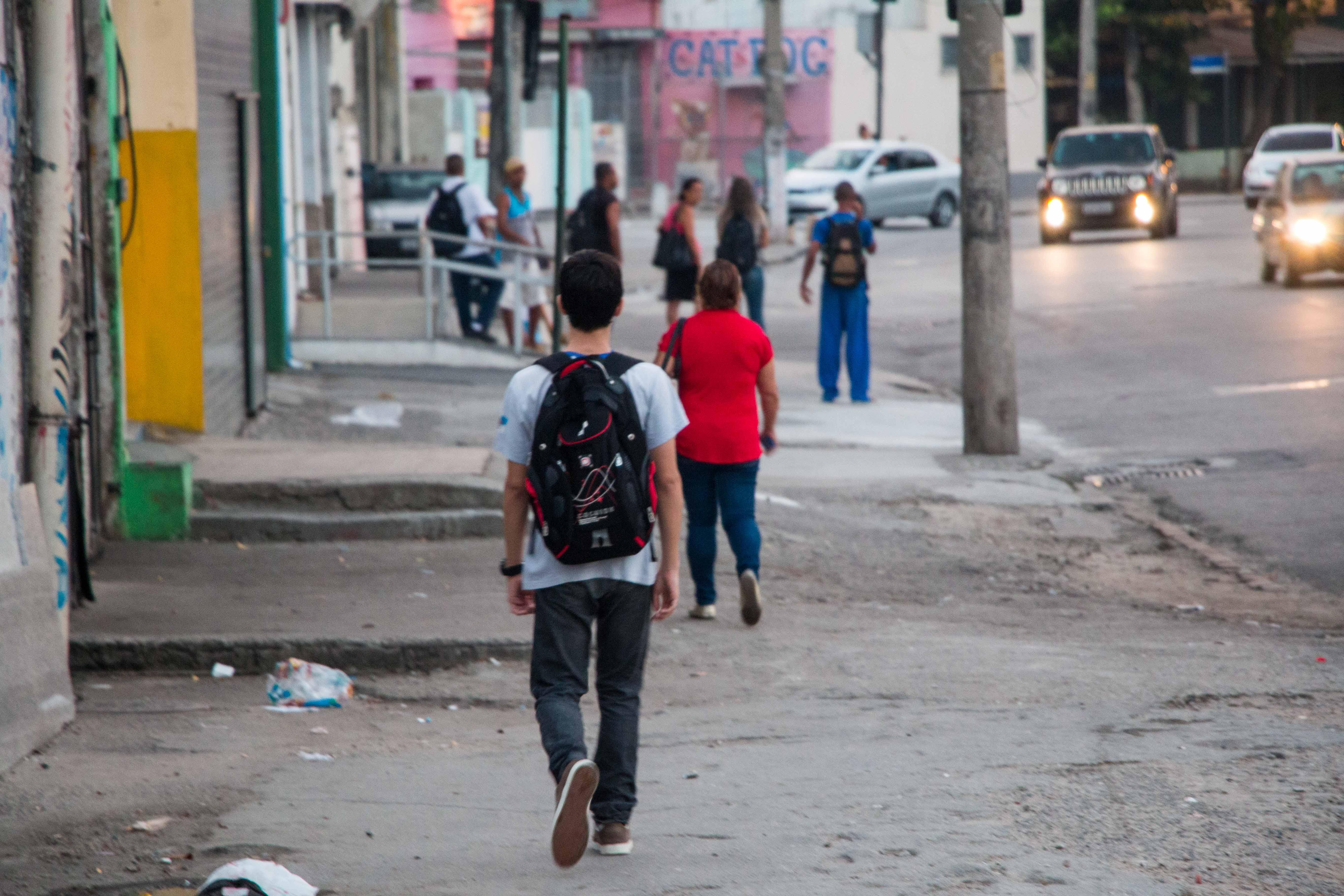 """#Depoimento: """"Costuma-se romantizar a profissão"""", diz professora de escola no Jacaré"""