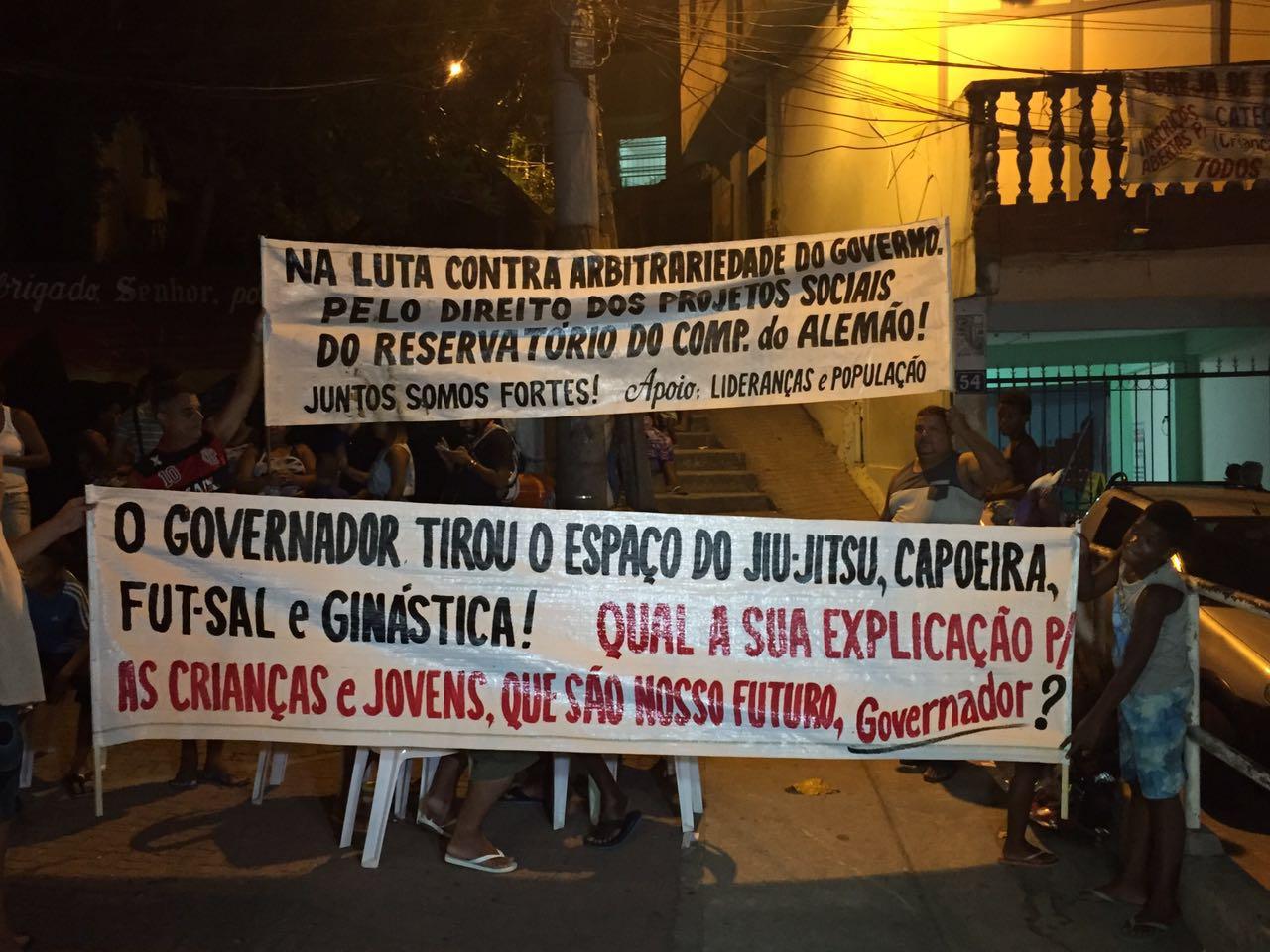 Moradores do Reservatório protestam contra atuação da Upp Nova Brasília