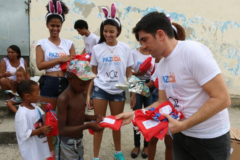 Pazcoa no Alemão 2016: Mais um ano distribuindo chocolates e trazendo alegria à favela