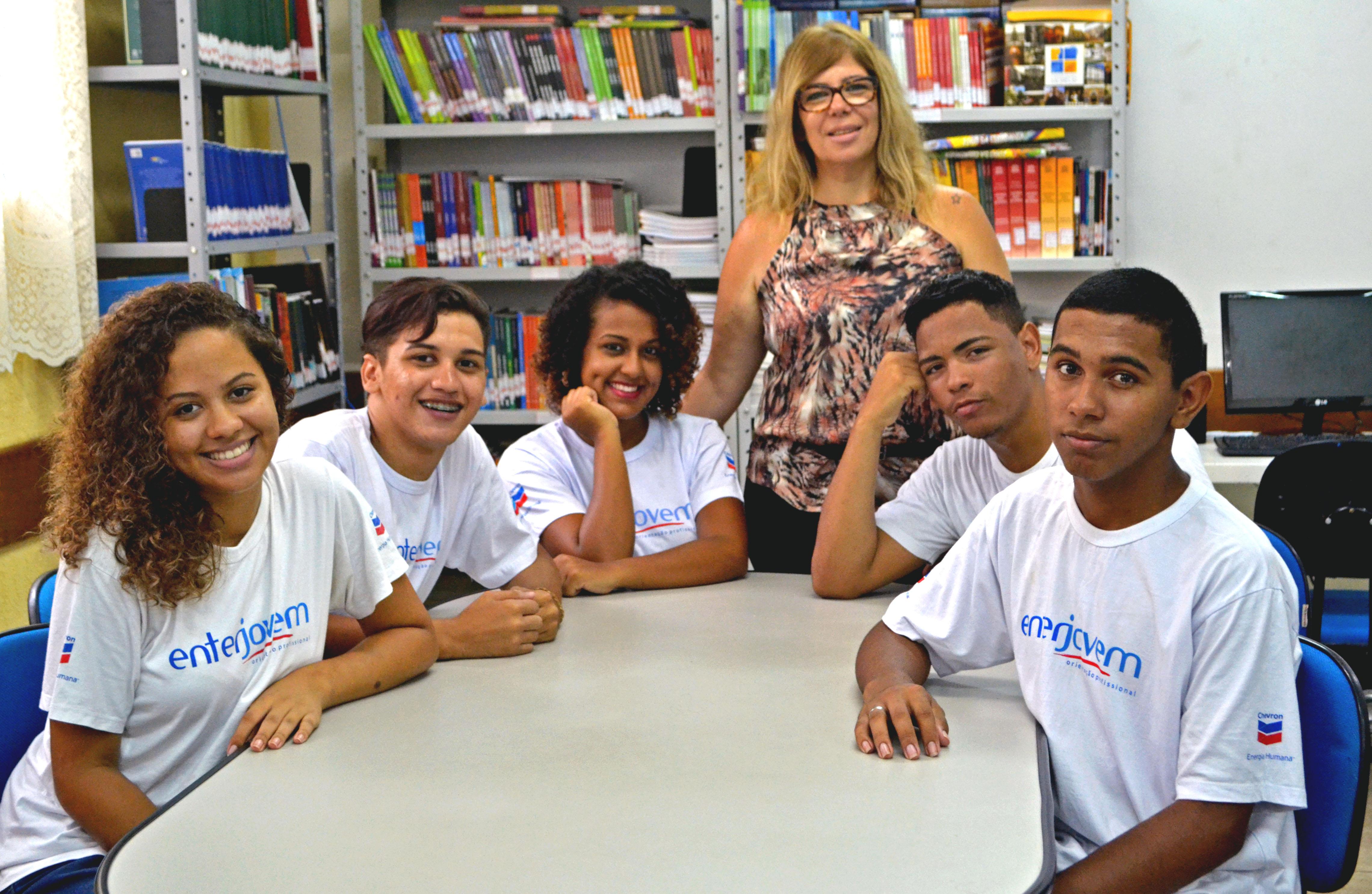 Curso gratuito de qualificação socioprofissional no Colégio Estadual Olga Benário