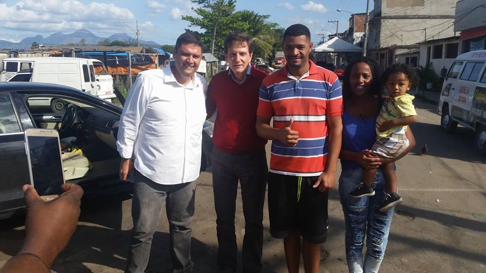 Pré-candidato a Prefeito do Rio,Marcelo Crivella e o Pré-candidato a Vereador Flavio Caland,Visitam a Favela da Kelson's,na Maré