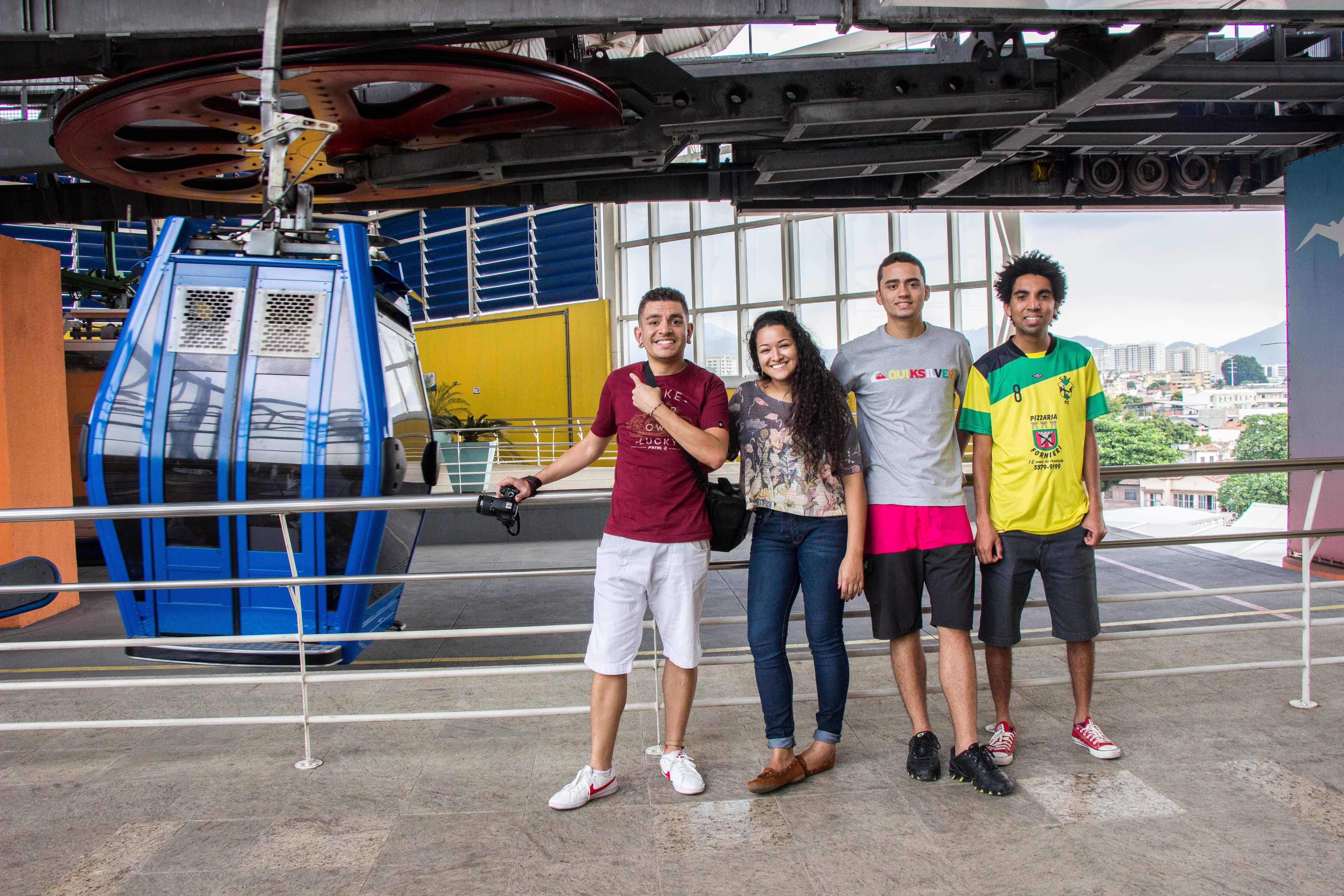 Os jovens conheceram o famoso - Foto: Renato Moura