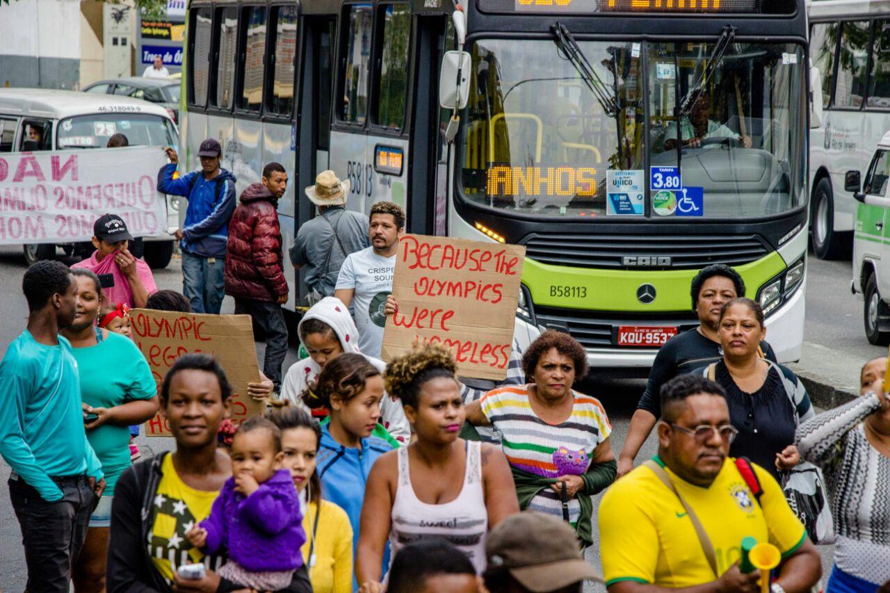 Três meses sem aluguel social, moradores fazem protesto na Estrada do Itararé
