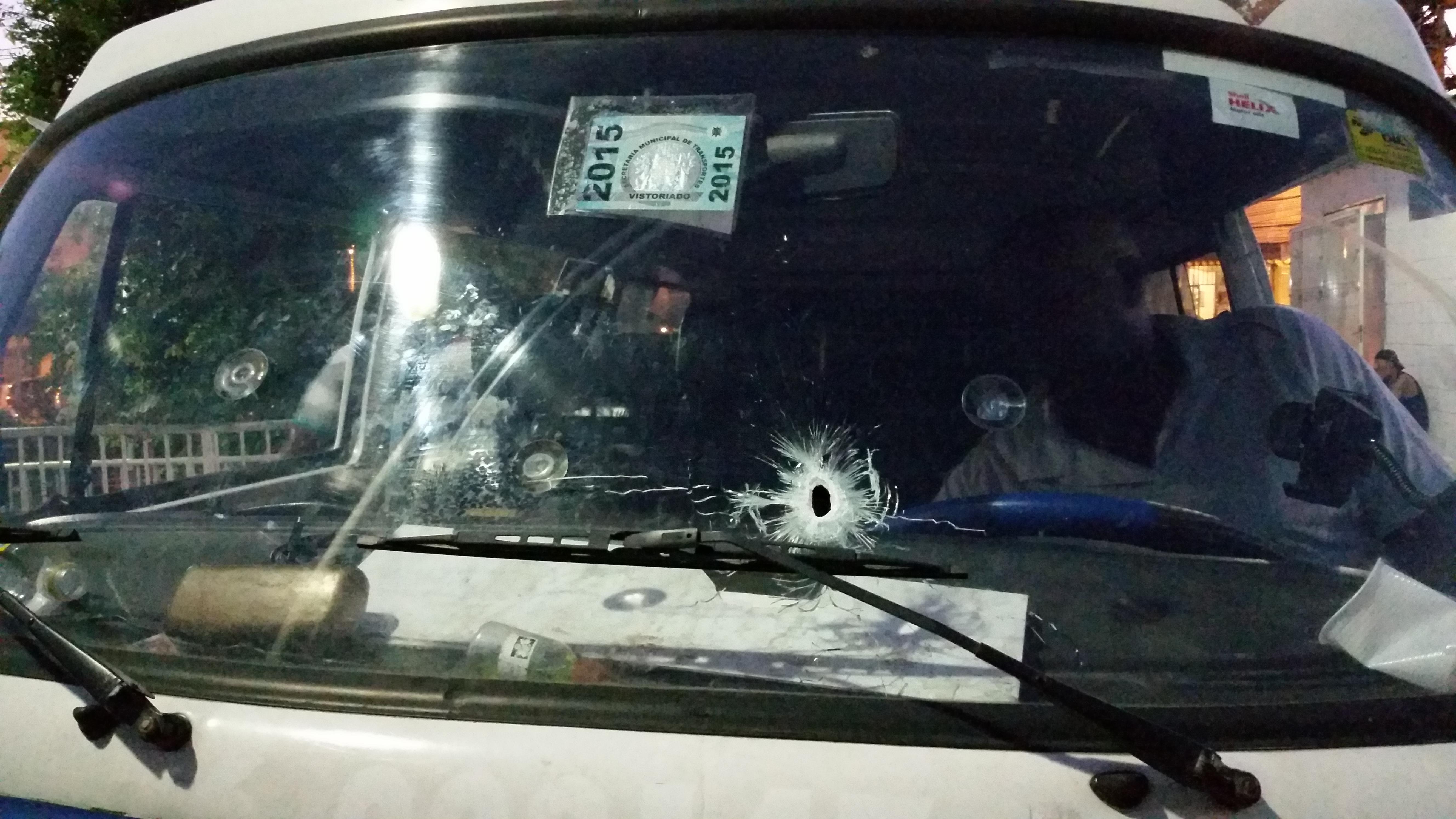 GUERRA: Mais dois moradores são baleados neste sábado no Alemão