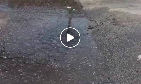 Vazamento de água limpa deixa moradores da Fazendinha sem água