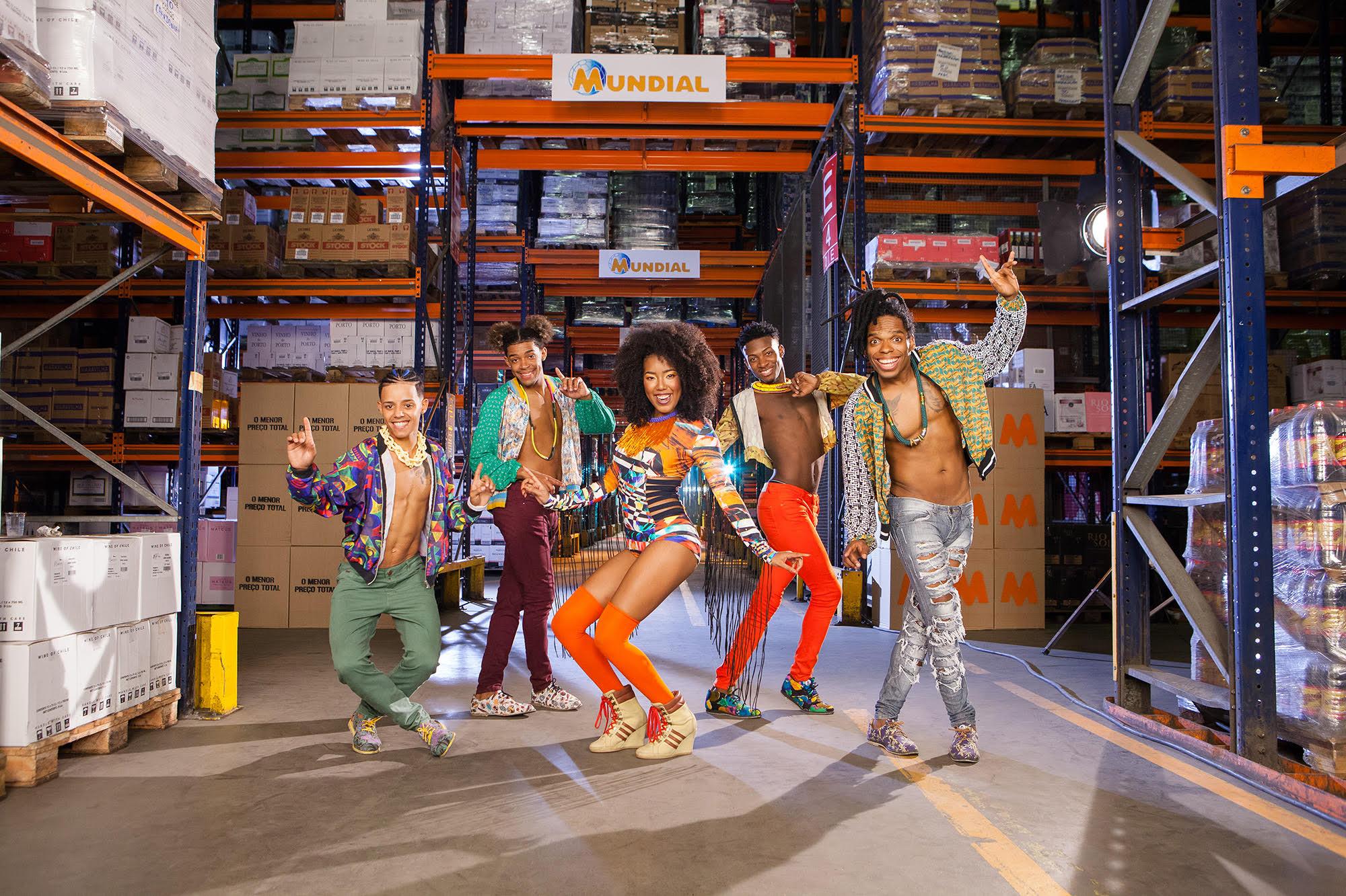 Dream Team do Passinho estreia em comercial do Supermercado Mundial