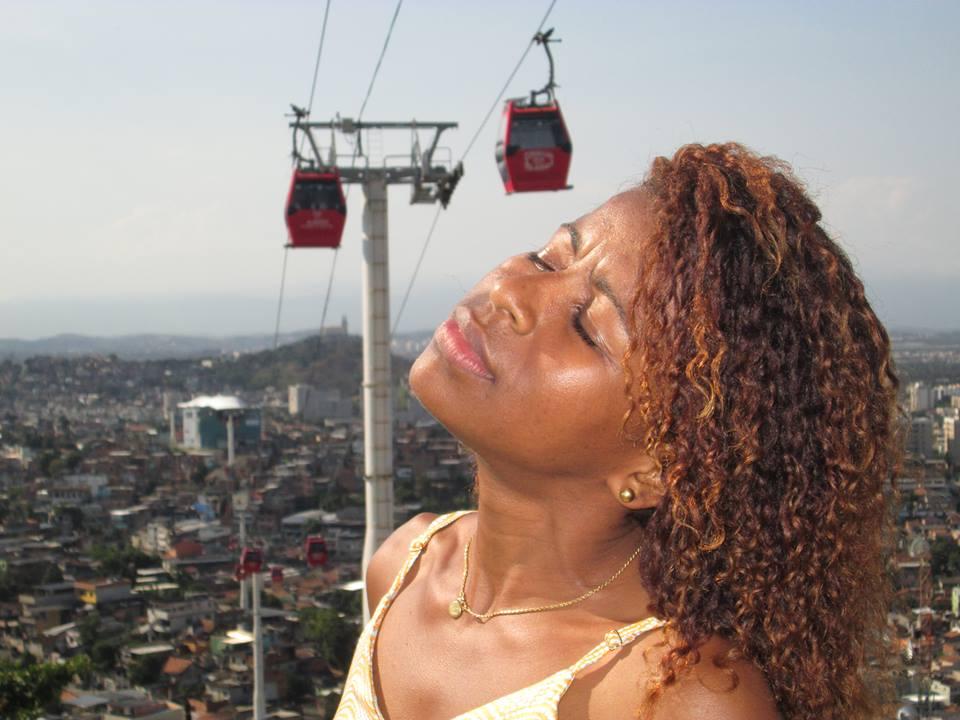 Adriana da Empadinha lança nova música 'Ao vivo' na internet