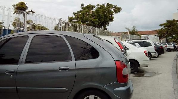 Estacionamento irregular preocupa pedestres e motoristas na área da UPA DO ALEMÃO
