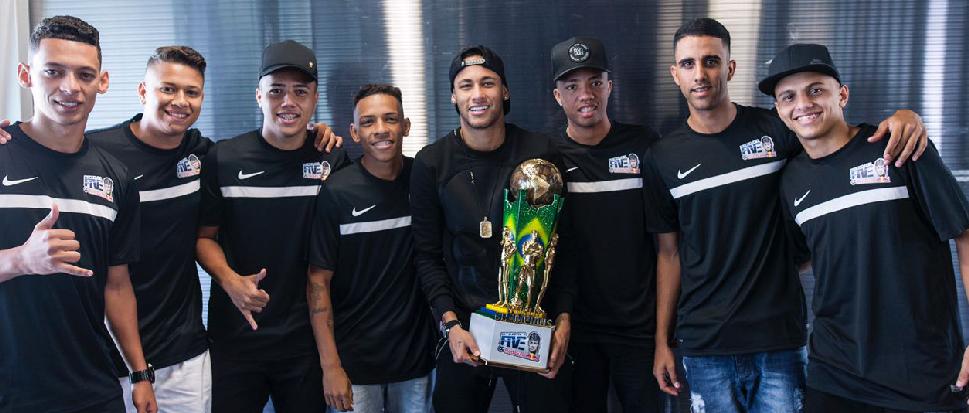 Campeonato mundial de futebol leva sete jovens a Barcelona