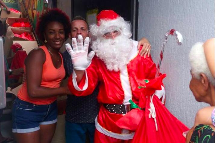 Associação dos moradores da Grota distribui 2 mil brinquedos para moradores