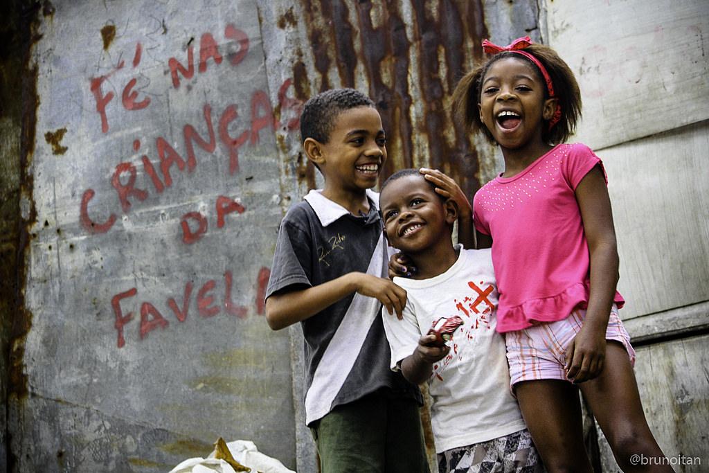 O cotidiano da favela através do olhar deles: Evento reúne gerações de fotógrafos do Complexo do Alemão