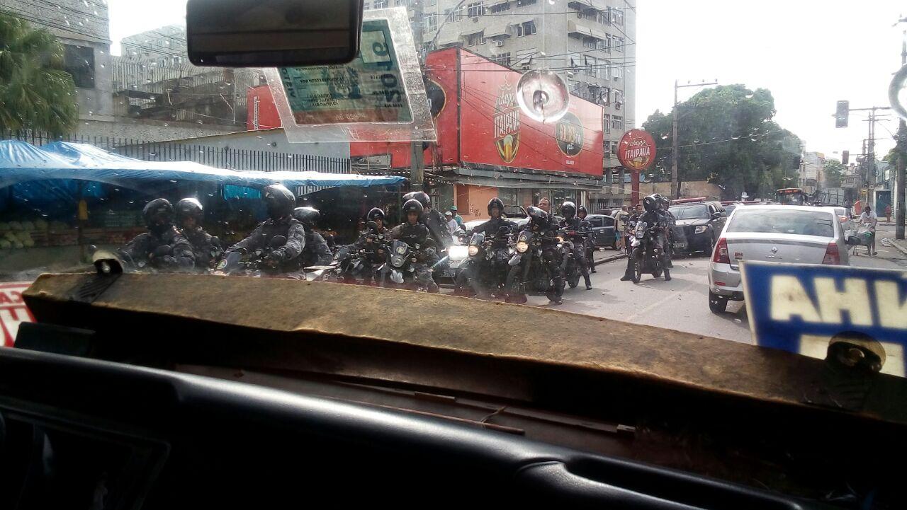 Bope realiza operação na Penha para retirada de barricadas