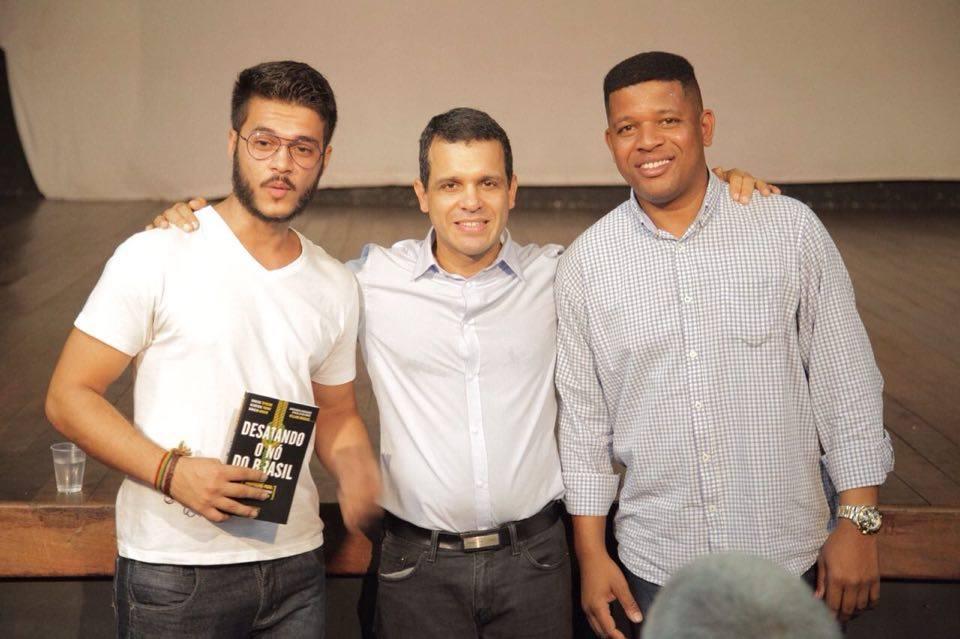 Secretário Municipal de Conservação e Meio Ambiente Rubens Teixeira esteve na Vila Kennedy ouvindo as Lideranças Locais