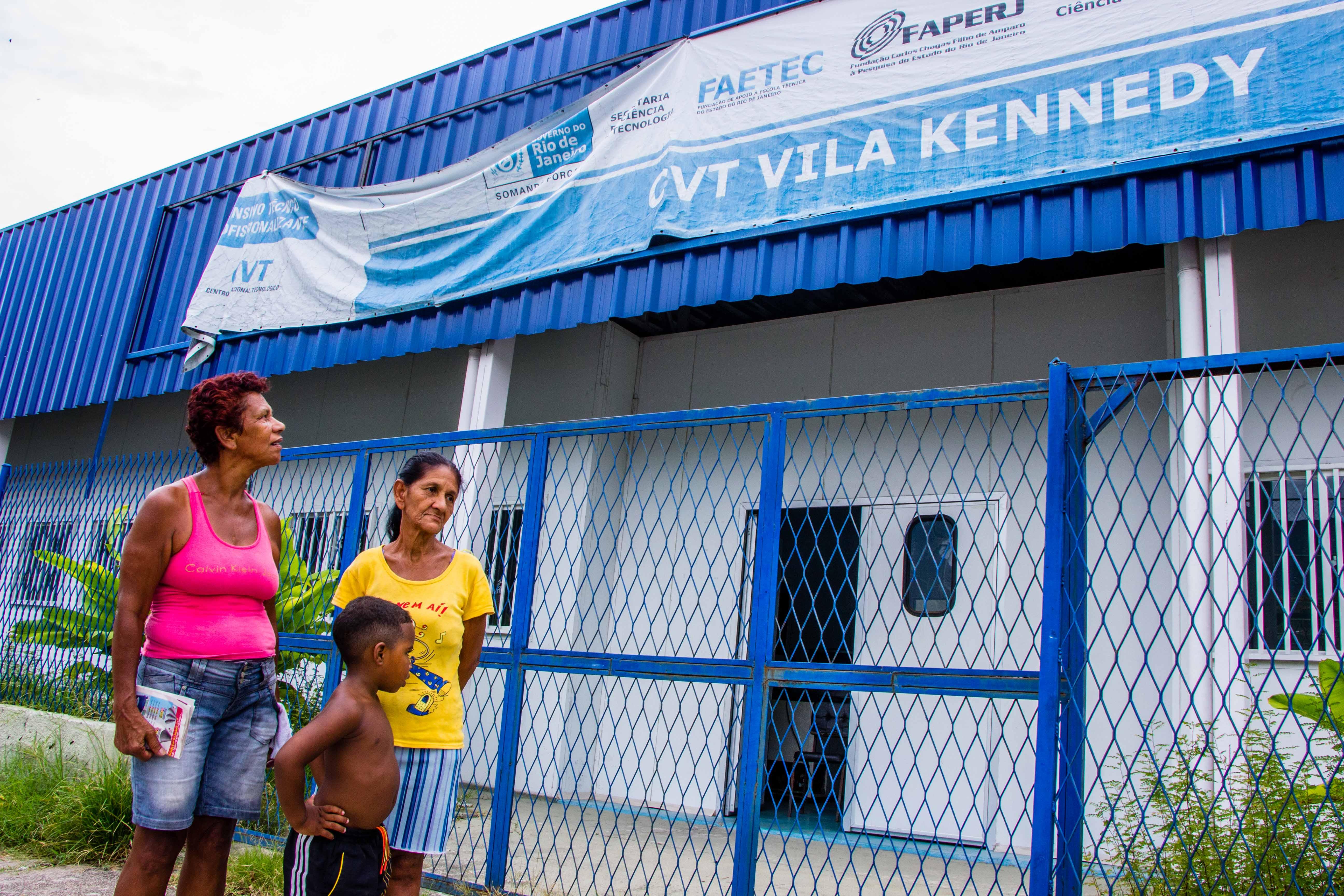Escola técnica continua com as portas fechadas na Vila Kennedy