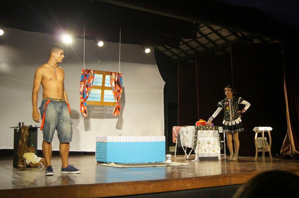 Teatro Mario Lago oferece oficinas para os moradores da Vila Kennedy