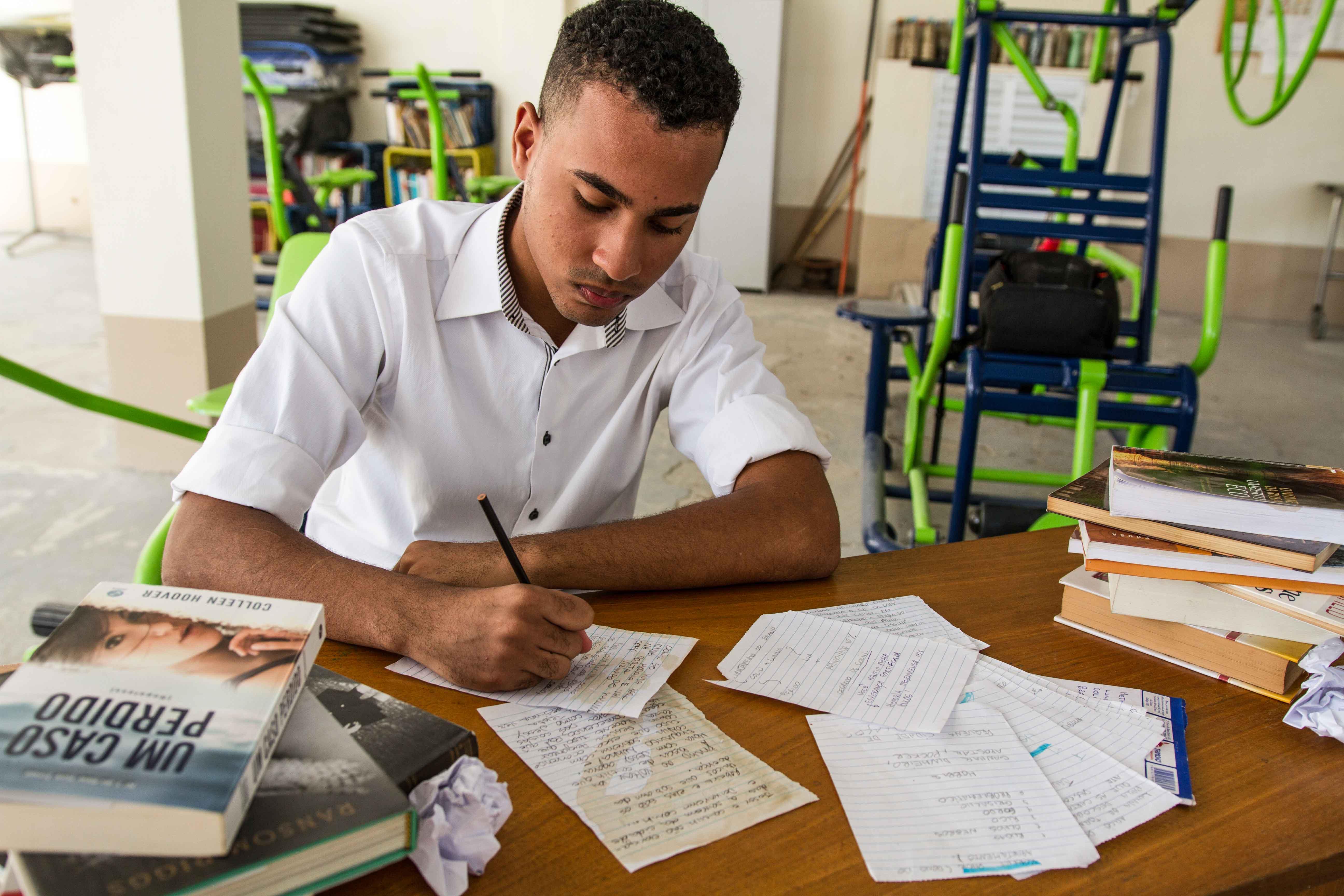 Jovem do Morro da Formiga escreve segundo livro