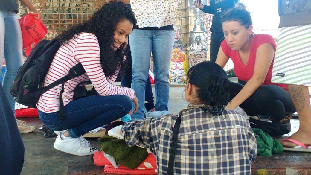 Doação dos agasalhos em 2016 no centro de Belo Horizonte